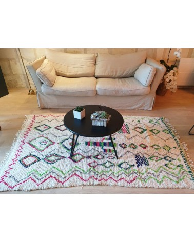 Grand Tapis AZILAL de formes et couleurs multiples mis en situation